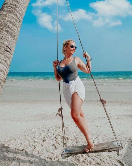 Zimske počitnice: znani mahajo s plaž in smučišč