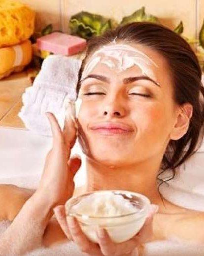 Preprosta maska, ki vam bo napela kožo in vas pomladila